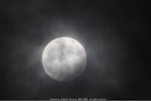Mond im Halbschatten um 19:29